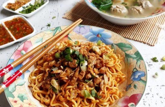 Resep dan Cara Membuat Mie Yamin Bandung